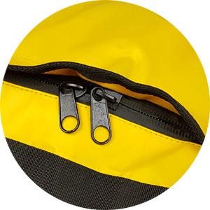 l:  Die stabile Sporttasche hat einen überdeckten 2-Weg-Reißverschluss.