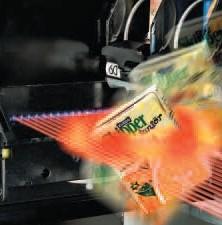 Ausgabebereich mit Lichtschranke - Fehlausgaben werden automatisch erkannt. Der Automatennutzer bekommt sofort sein Geld zurück.