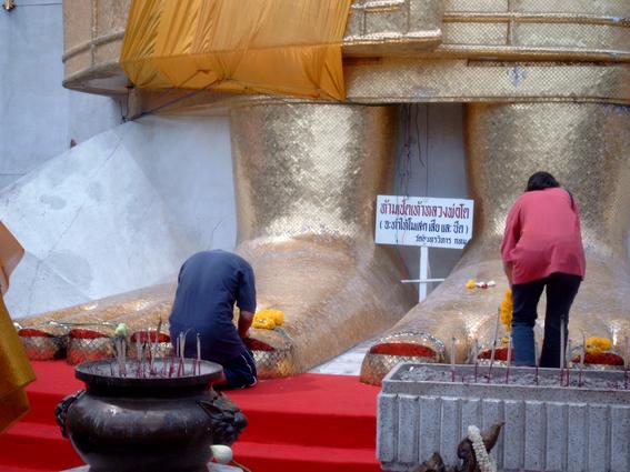 Таиланд-Поклонение Будде