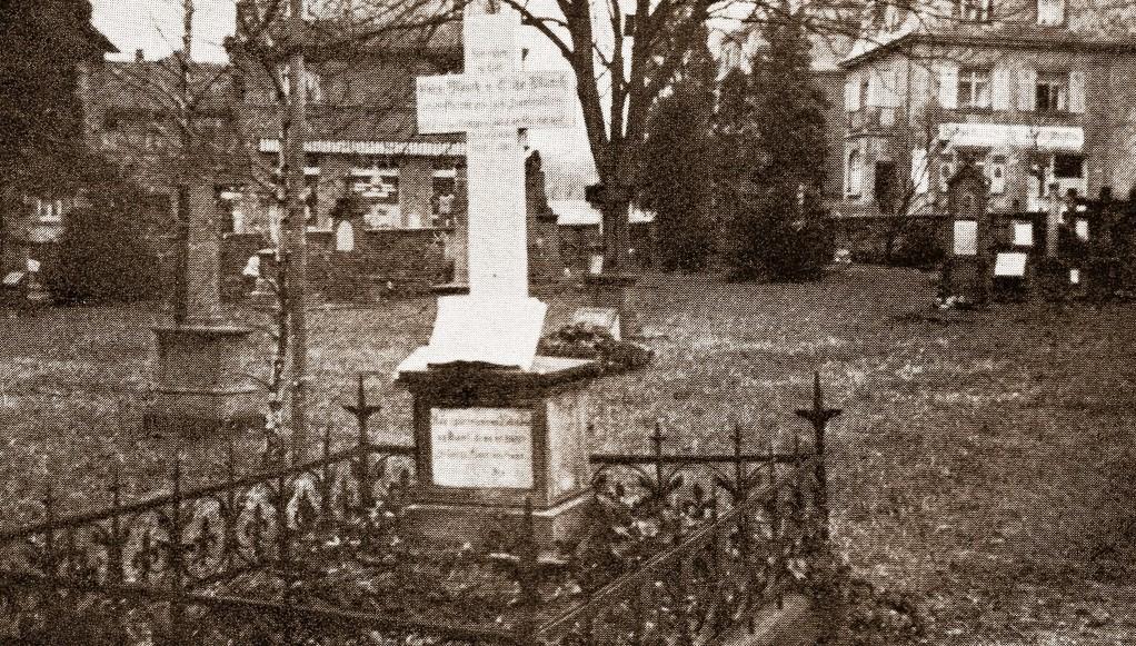 Grabkreuz von Pfarrer Johannes Münch und Elisabeth Franziska Münch