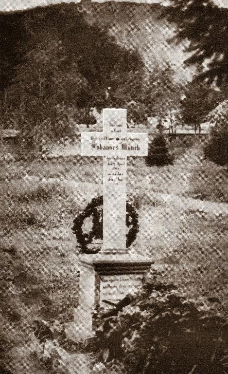 Grabkreuz von Pfarrer Johannes Münch (1809-1878)