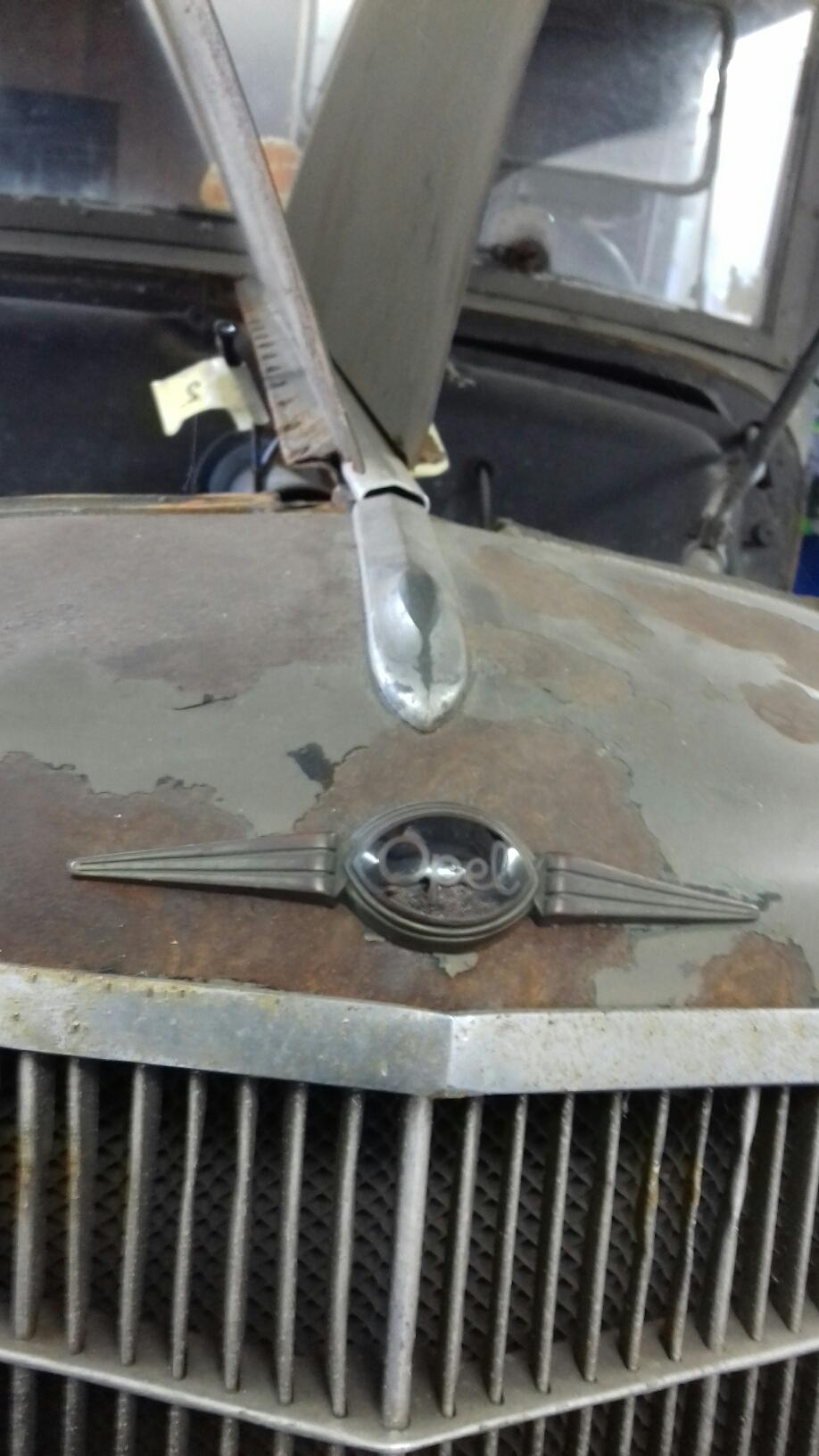 """Der """"leider"""" abgesägte Zeppelin.Aber auch passend zum Wagen, vorne Opel - hinten Sonderaufbau."""