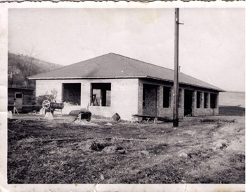 1958 - Ankauf und Rohbau der 1. Werkstätte