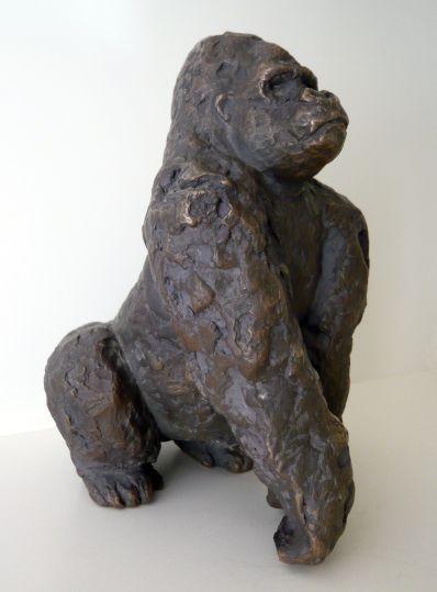 GORILLA (Ya Kwanza), hockend (crouching) - Bronze, 18 x 13 x 15,5 cm, 2011