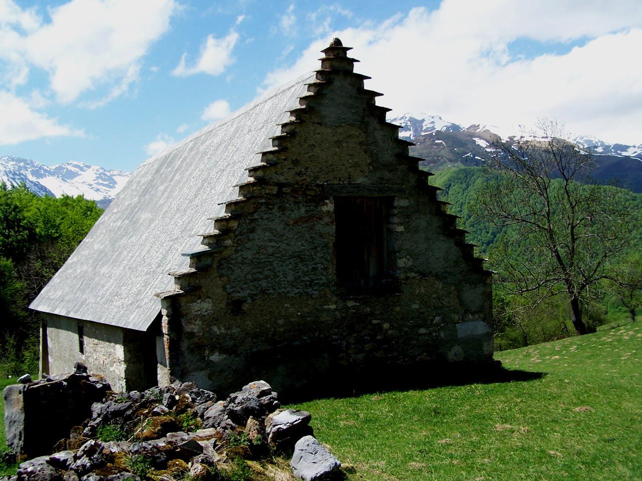 Grange forraine en vallée de Campan