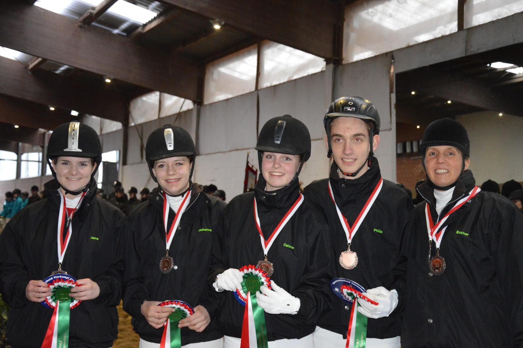 E-Mannschaft 2 mit: Jana, Johanna, Celina und Philipp