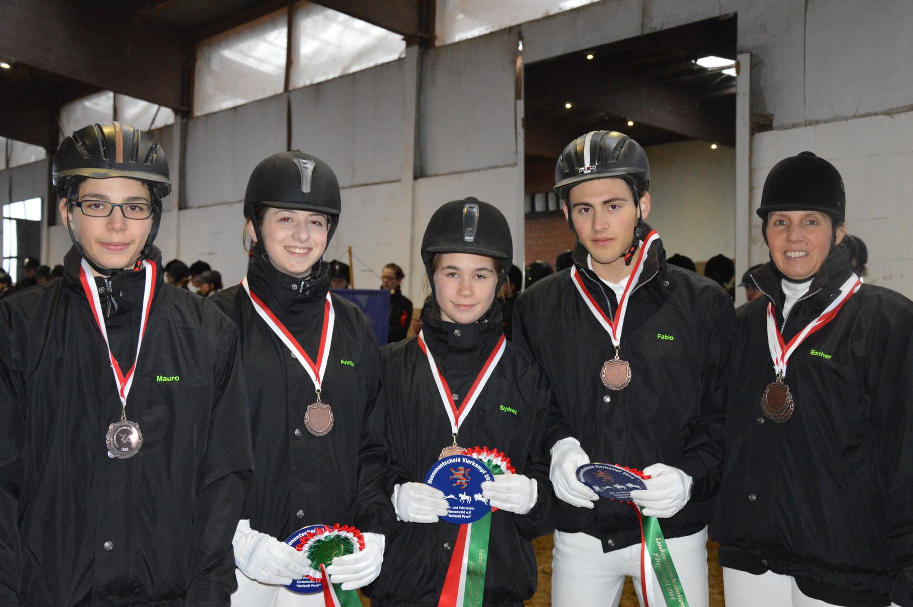 E-Mannschaft 3 mit: Mauro, Annika, Sydney und Fabio
