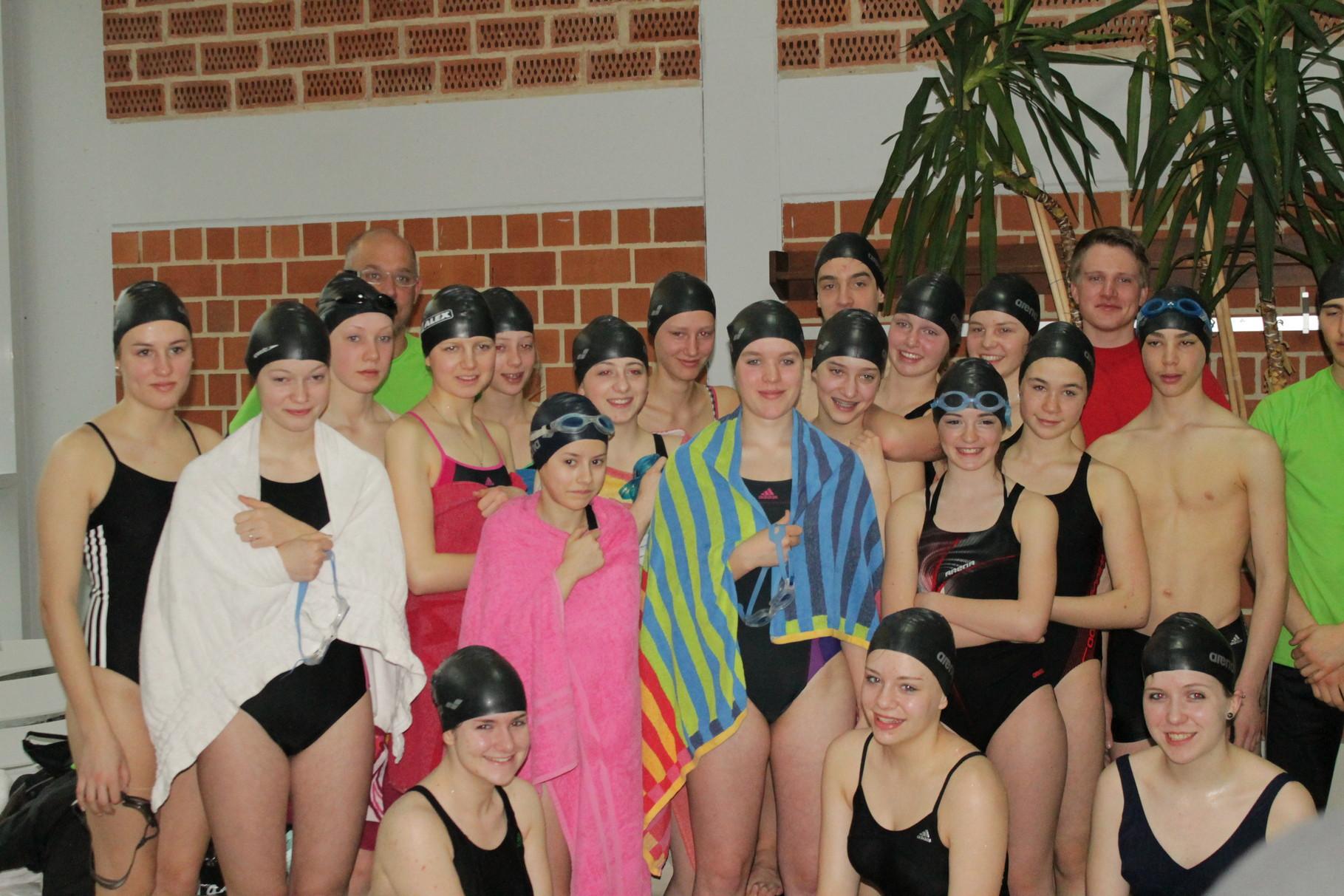 Alle Teilnehmer mit Schwimm und Lauftrainer
