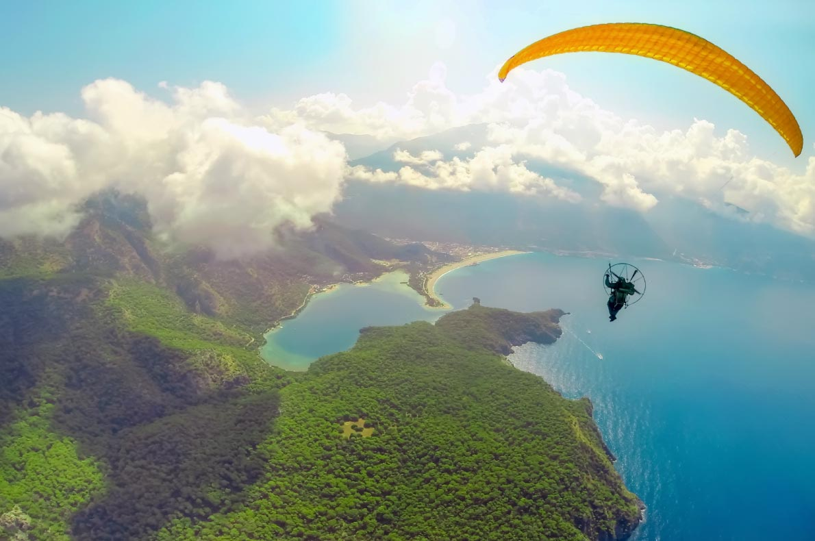 Best things to do in Turkey - Paragliding in Oludeniz copyright Darkdiamond67 -  European Best Destinations