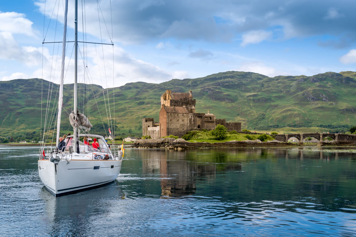 Best-castles-in-ireland-Eilean-Donan-Castle  - European Best Destinations