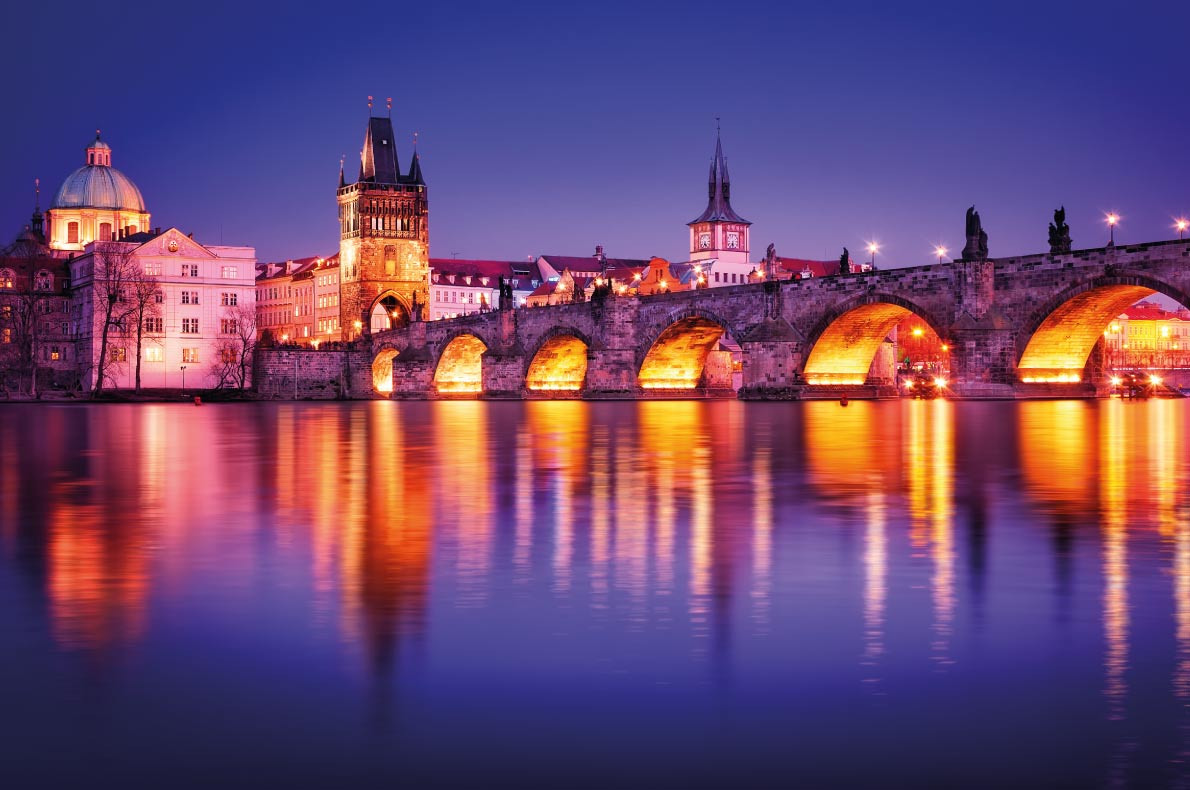 Charles Bridge in Prague  - Best destinations for a wedding proposal - Copyright MaKij - European Best Destinations