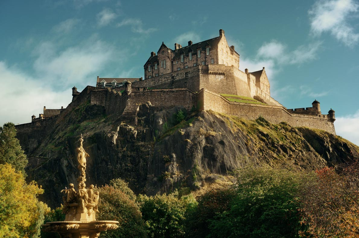 Best things to do in Scotland - Edinburgh Castle copyright  Songquan Deng  - European Best Destinations