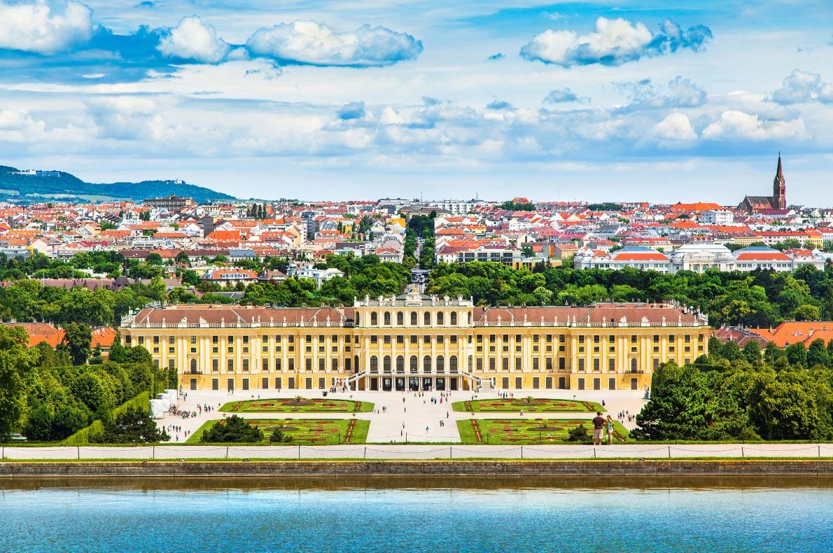 Best castles in Austria - Schloss Schönbrunn - Copyright Canadastock - European Best Destinations