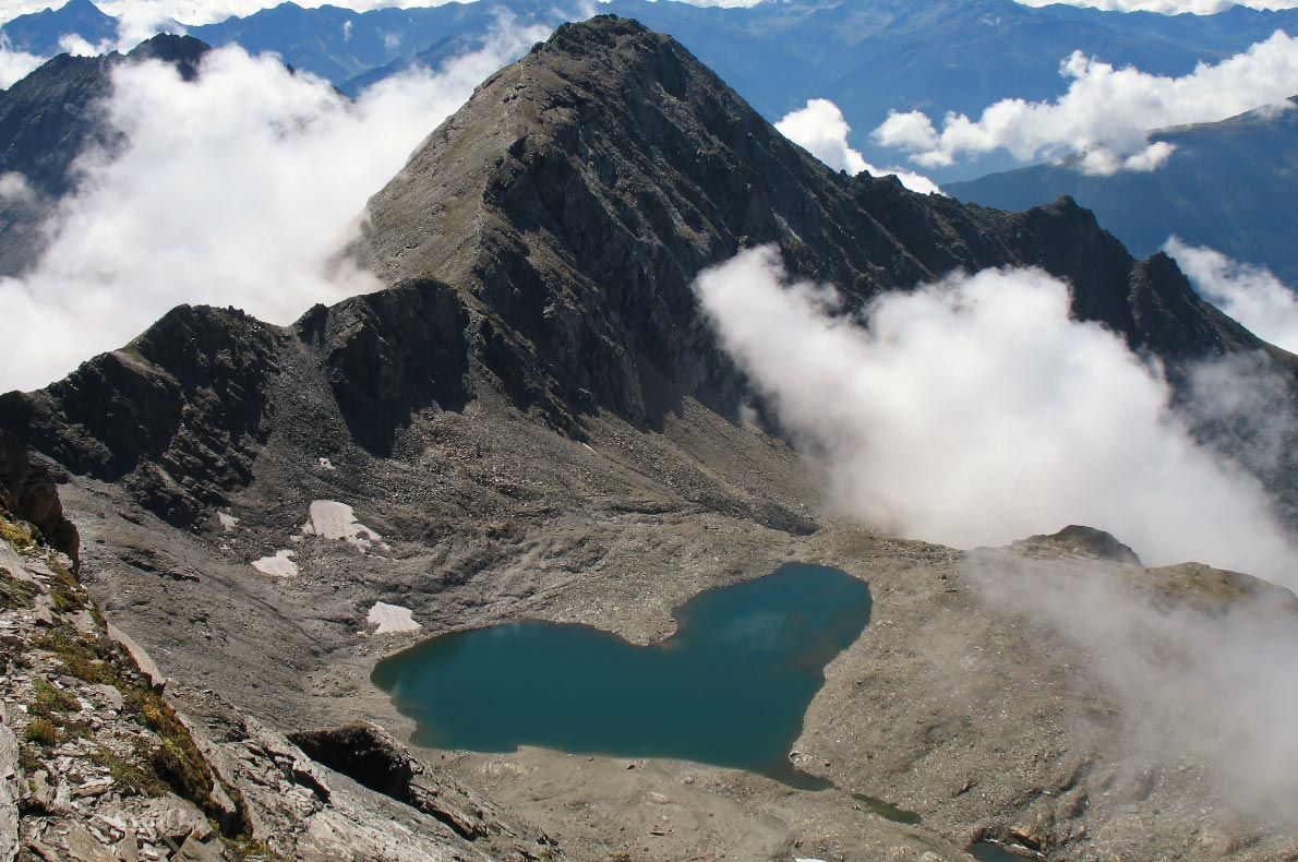 Best natural wonders in Austria - Lake like a heart in High Tauern National Park - Copyright  BergeImLicht  - European Best Destinations