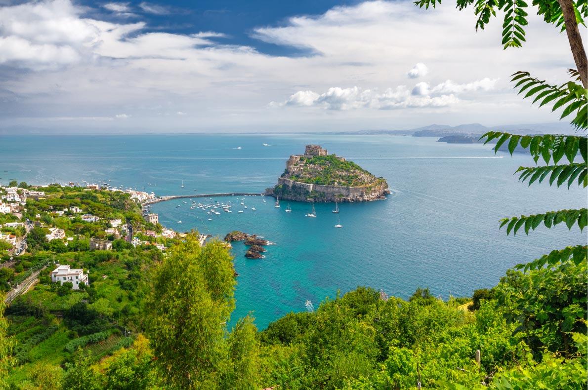 Best Castles in Italy - Aragonese Castle Copyright  Edgieus - European Best Destinations