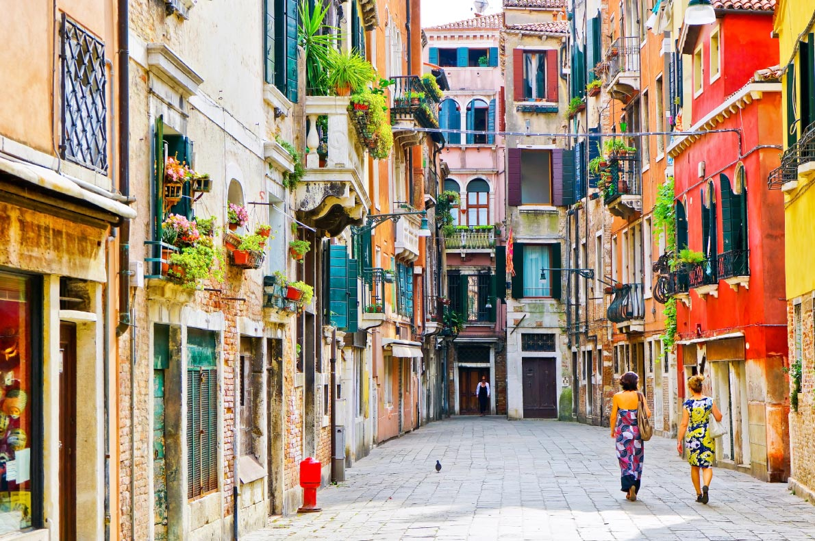 Best things to do in Italy - Explore Venice with a local guide - Copyright Javen - European Best Destinations