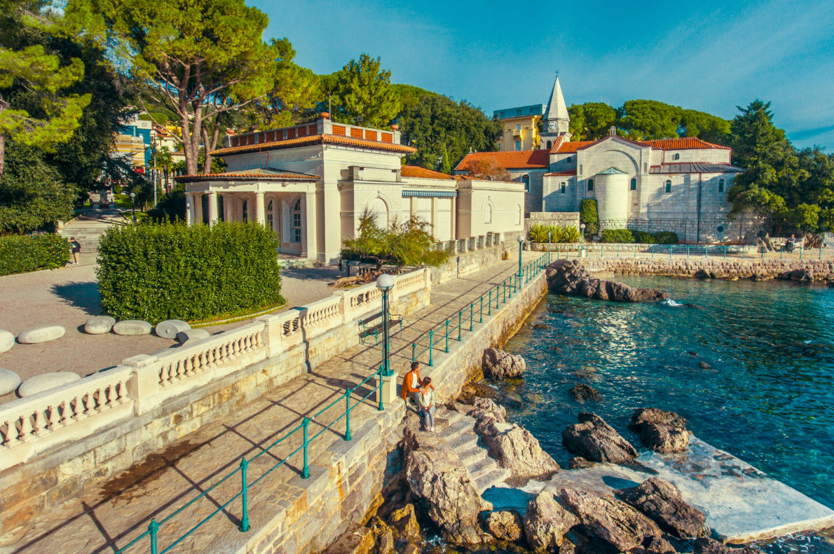 Most romantic places for proposal in Europe - Senhor da Pedra Beach - Best beaches in Europe - Copyright  gumbao
