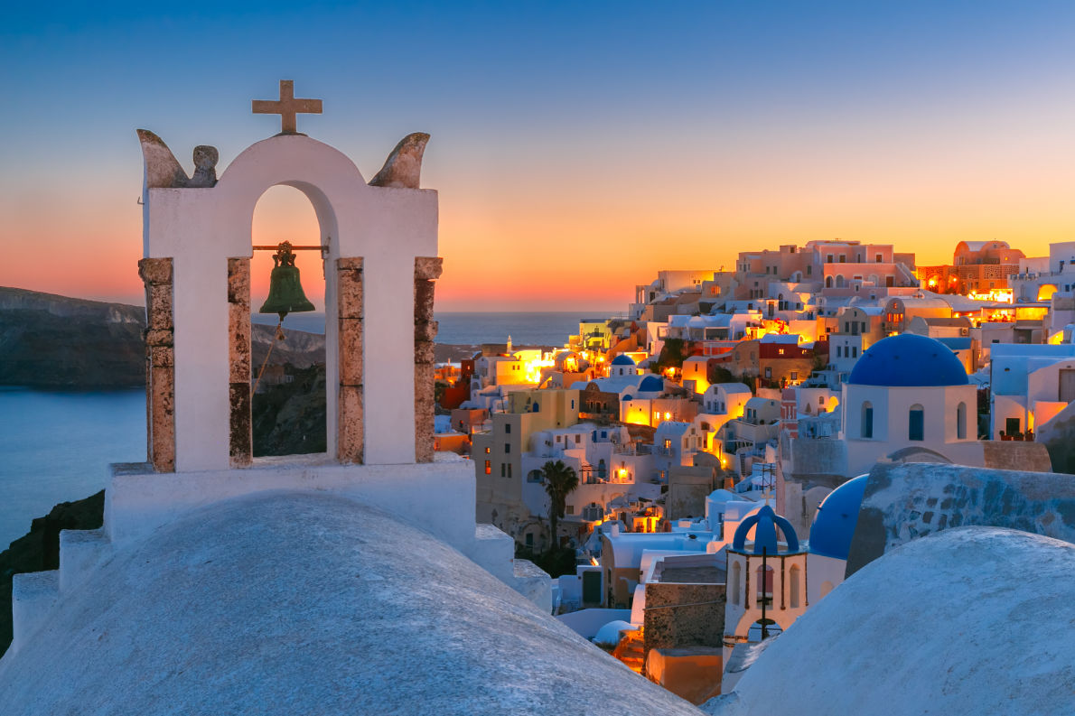 Most romantic Valentine Day destinations in Europe Oia - Santorini - Copyright kavalenkava  - European Best Destinations