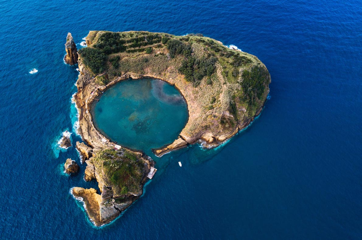Nature wonders in Portugal - Islet of Vila Franca do Campo  - Copyright De visu - European Best Destinations