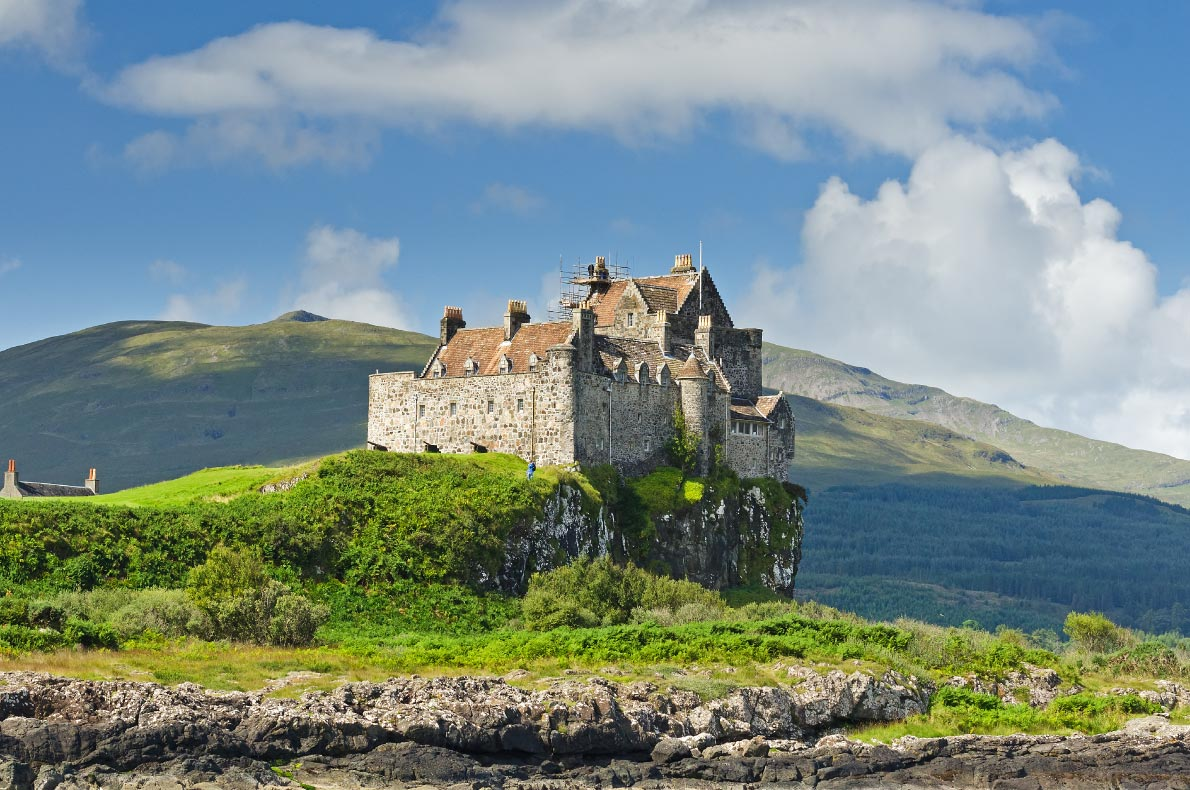 Best castles in Scotland - Duart Castle Copyright Joost van Uffelen - European Best Destinations