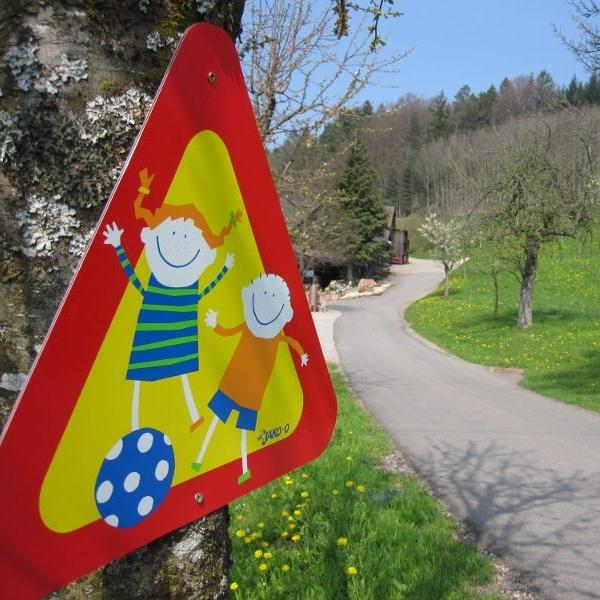 Vorsicht spielende Kinder