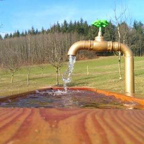 Brunnen für frisches Nass am Grub-Daniel-Hof