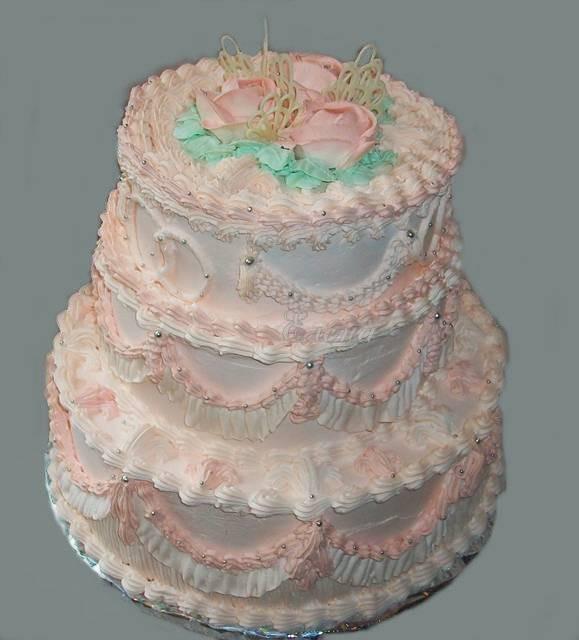 Трехъярусный кремовый торт в бежевых тонах, 6 кг