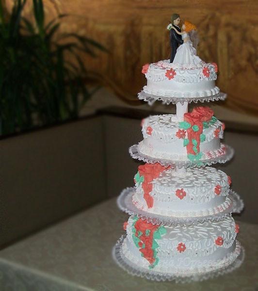 """Четерыхьярусный свадебный торт с красными розами, вес 10 кг, начинка 1.3 уровни - """"калифорнийская лилия"""", 2,4 - семифредо с персиками"""
