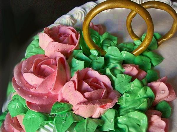 Кольца из сахарной пасты, покрыты пищевым красителем, съедобные