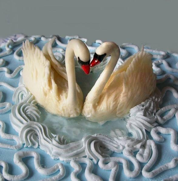 Лебеди из сахарной пасты