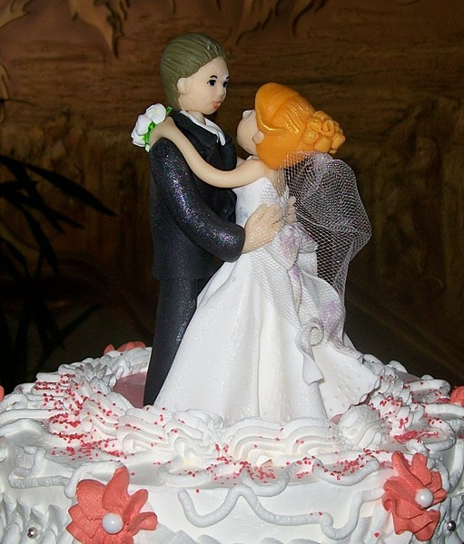 Свадебная пара из сазарной пасты и марципана, ручная работа