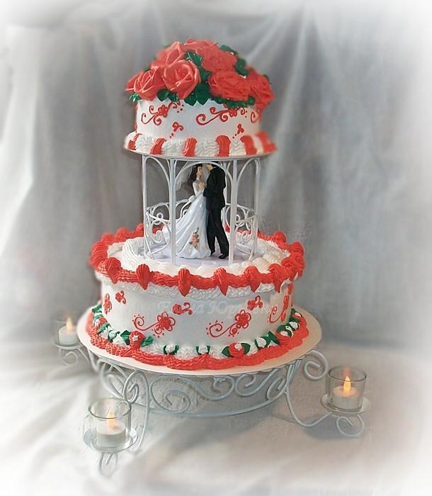 Свадебный кремовый торт, вес 4 кг, шоколадный бисквит, крем со сгущенным молоком, орехи и вишня.