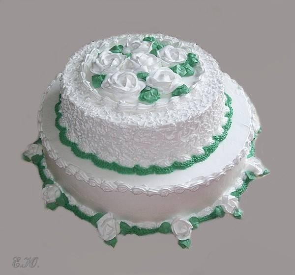 Двух-ярусный кремовый  торт с зеленым кантом, 4 кг