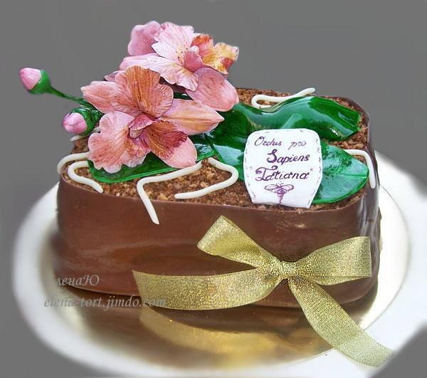 Торт с орхидеями, 2,5 кг Безе, черный шоколад, миндаль, малина, взбитые сливки