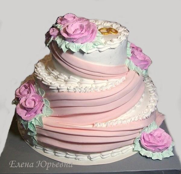 Кремовый свадебный торт с элементами, выполненными из сахарной мастики, 5,7 кг
