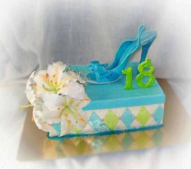 """Торт для девушки, вес 3,2 кг,  внутри """"Шкодин торт"""""""