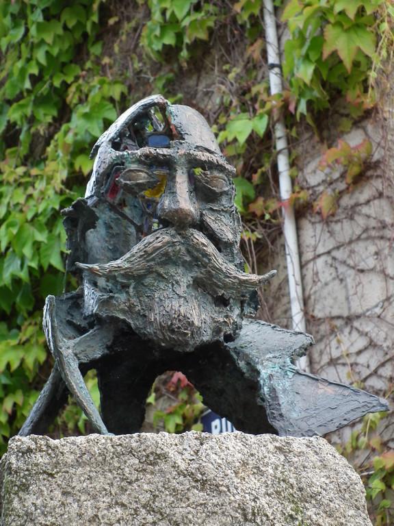 Sculpture dédiée à Paul Saïn et aux peintres de Saint-Céneri