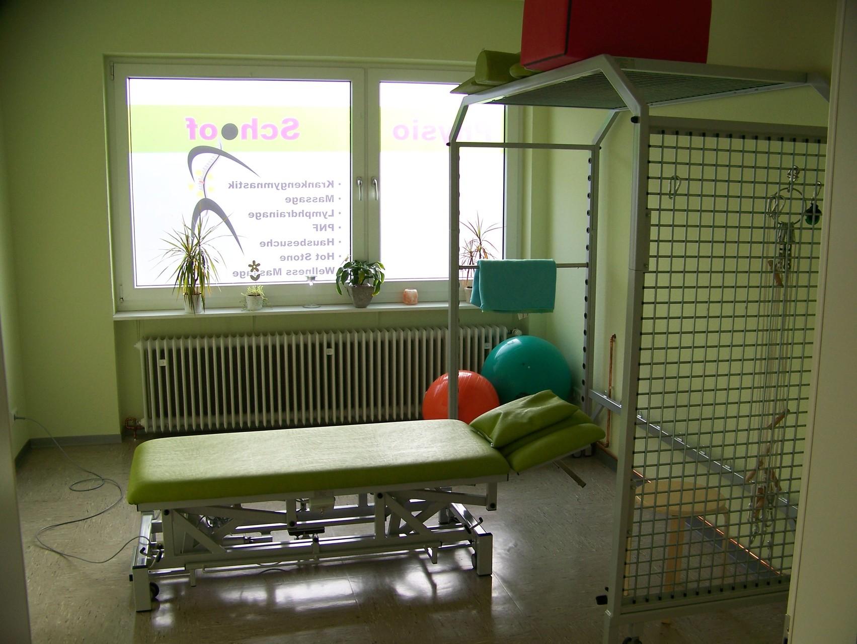 Behandlungsraum 1 mit Schlingentisch