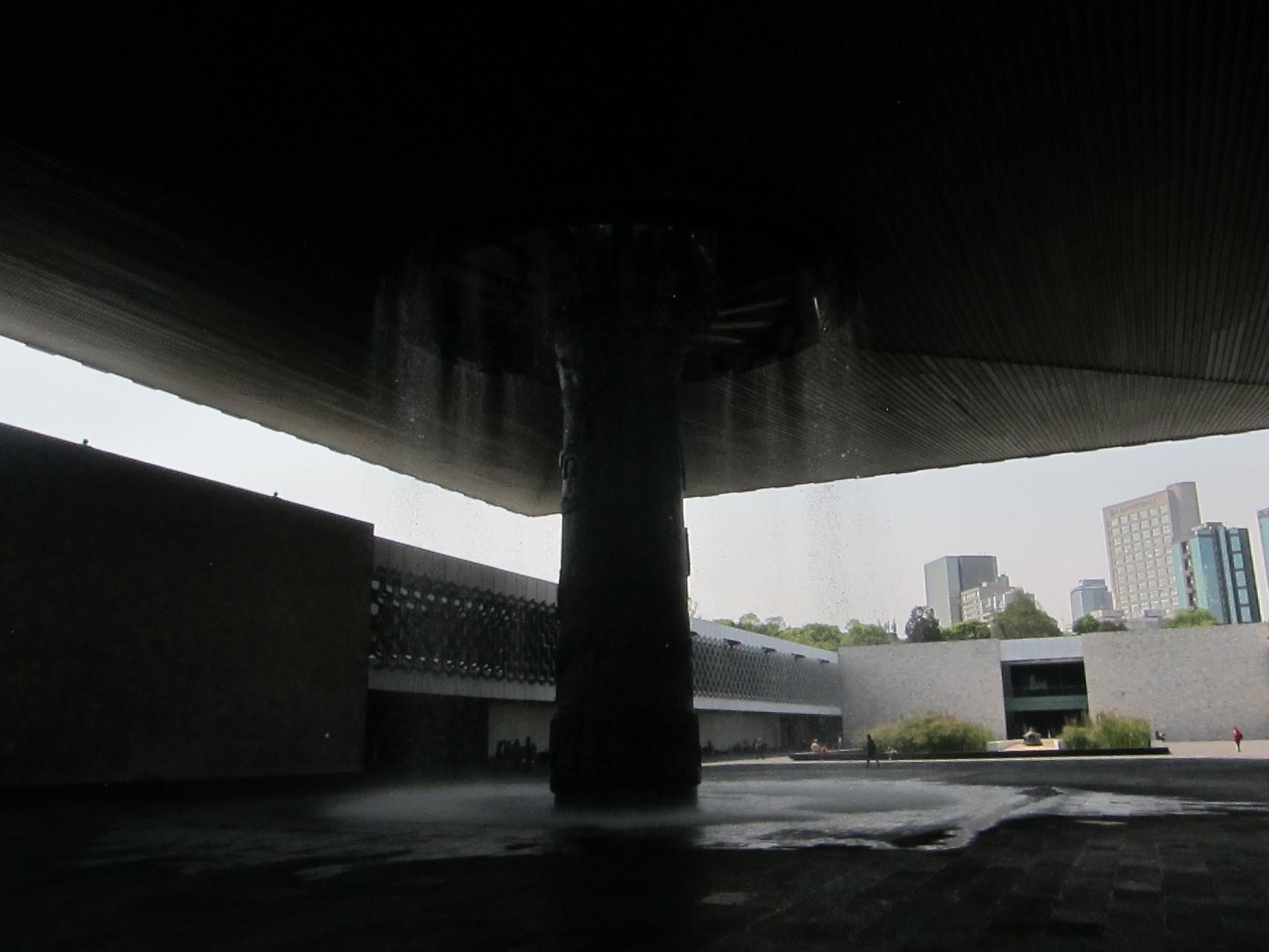 一般吊天井から水が注ぎます