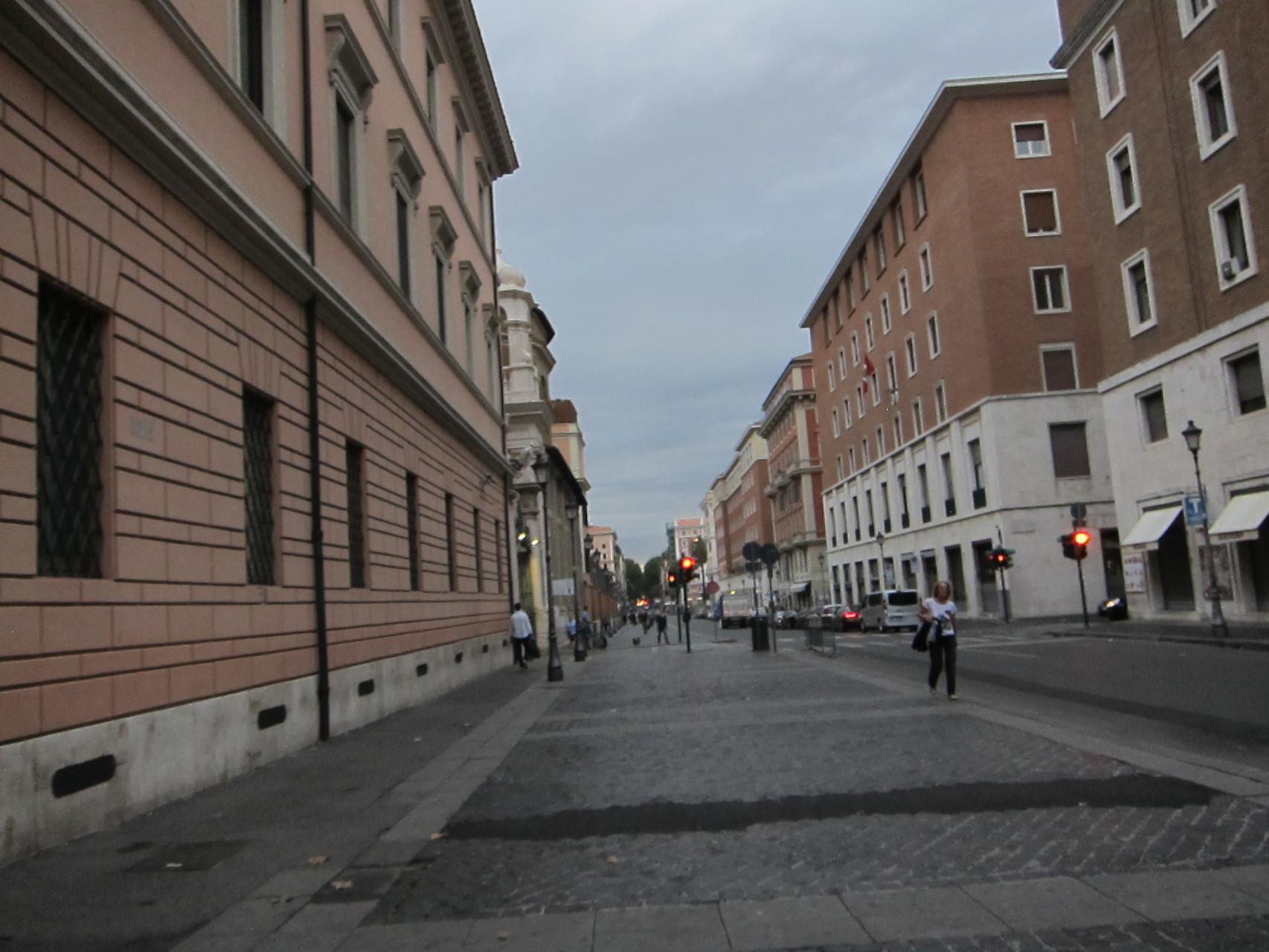 左側、スイス兵の宿舎