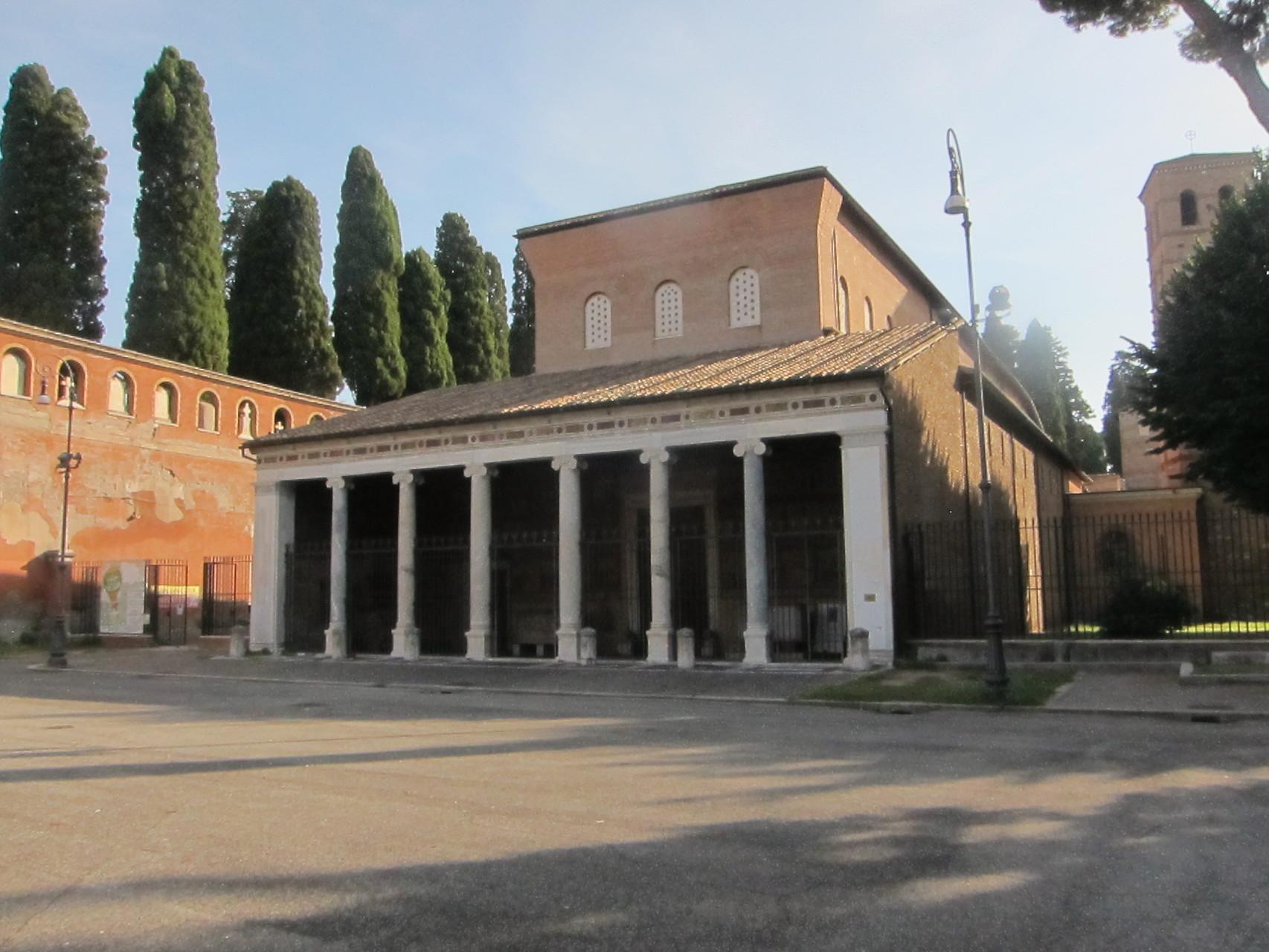 こちらはサンロレンツオフォーリレムーア大聖堂です
