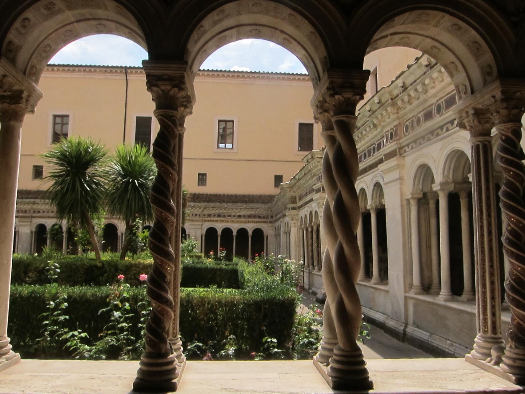 博物館となっている修道会の廻廊