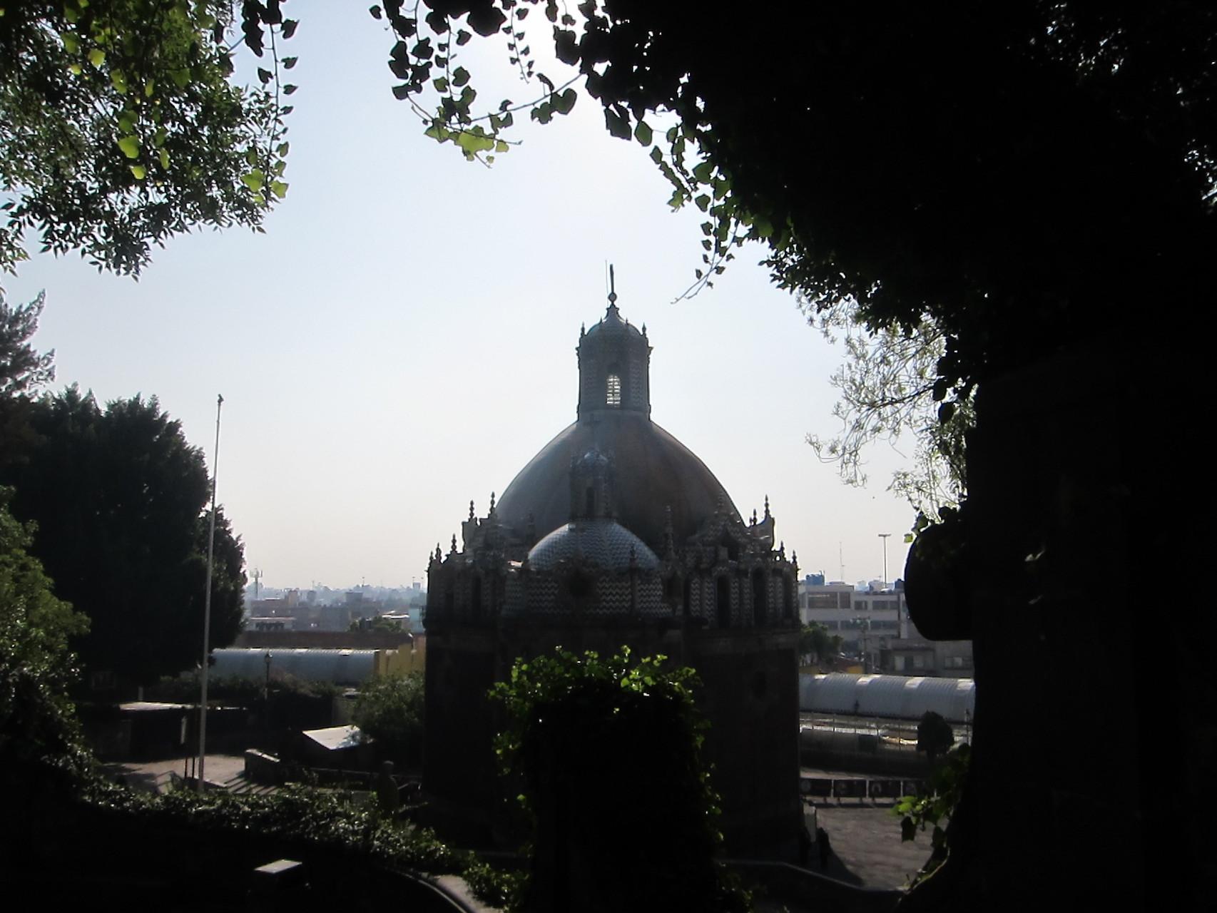 聖水の教会。資金が足りず工事が中断したことも