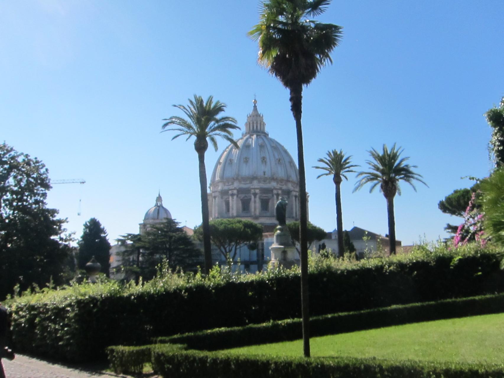 噴水からのサンピエトロ大聖堂ですね