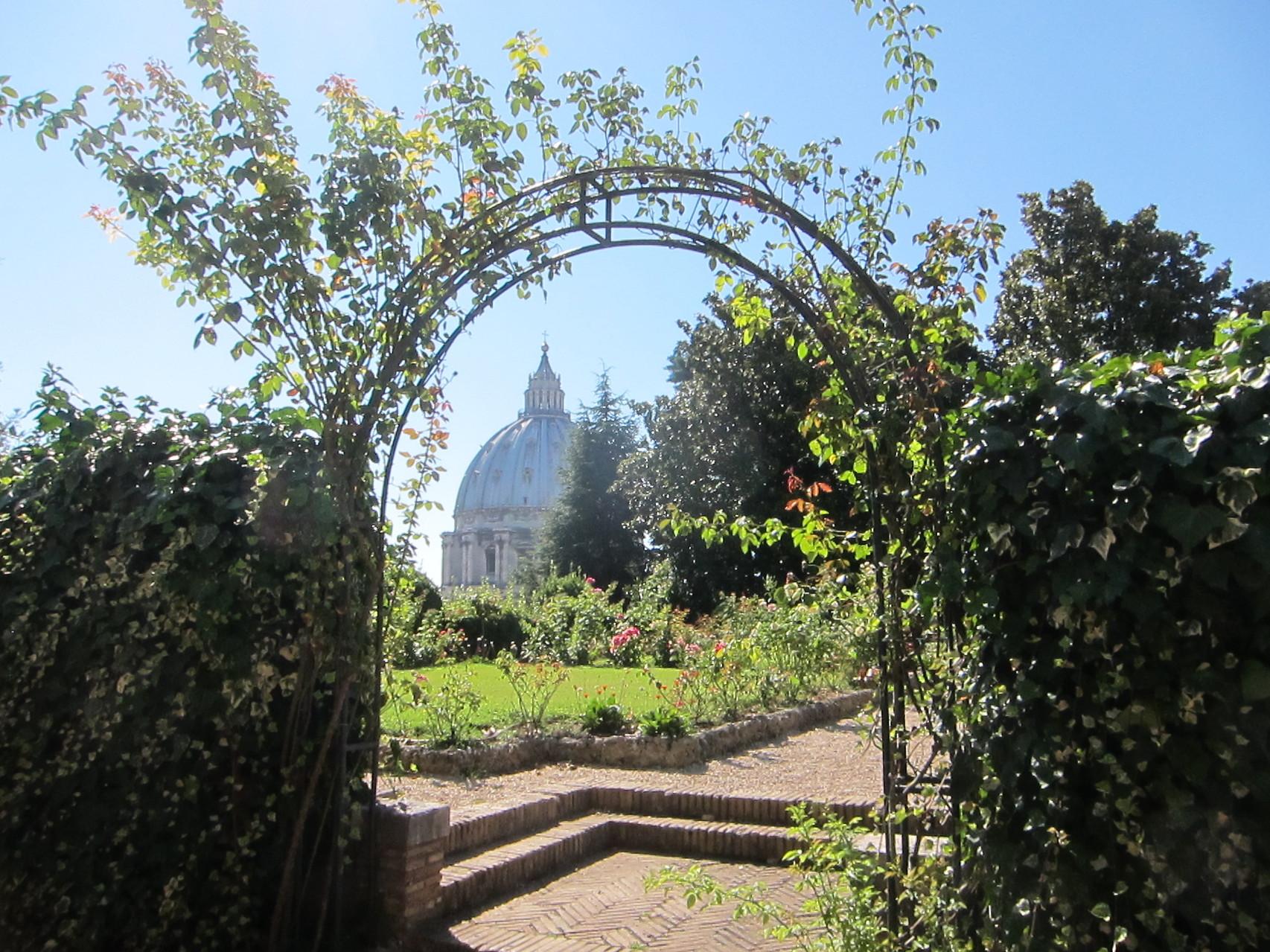 バチカンの手入れされた庭園です。