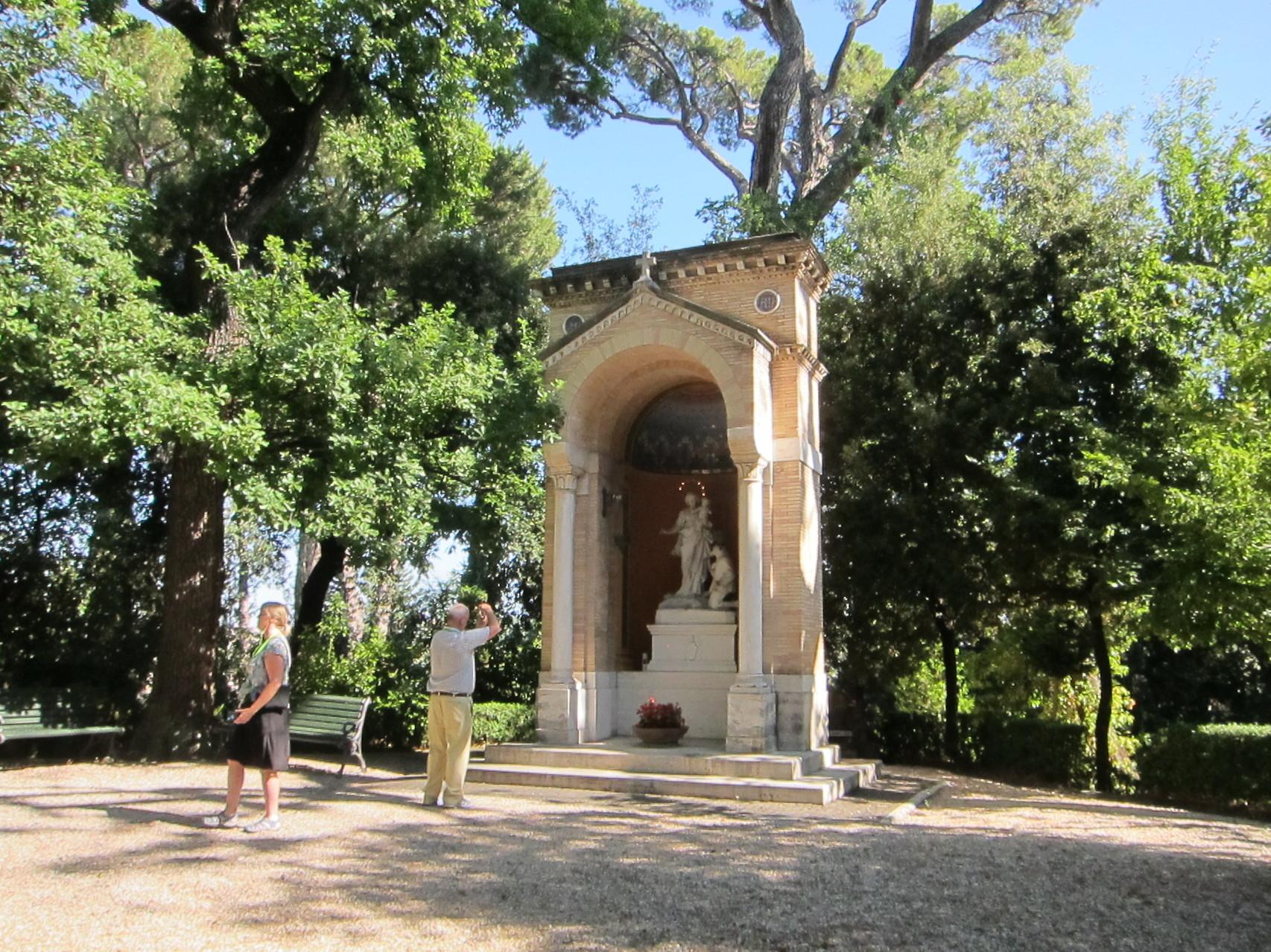 こちらはヴェネディクト元教皇様の瞑想場所(毎朝)