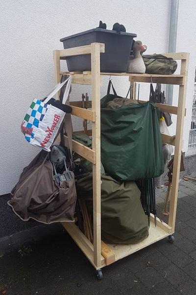 Transport und Lager der Ausrüstung für die Krähenjagd