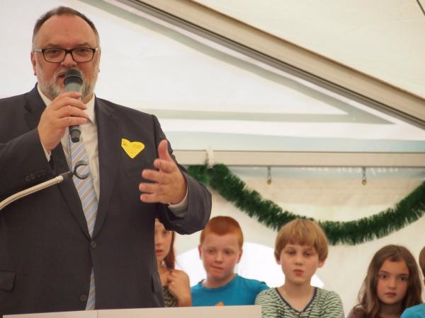 OB Jürgen Dupper hielt ein lustiges Grußwort und überbrachte eine Spende der Stadt Passau