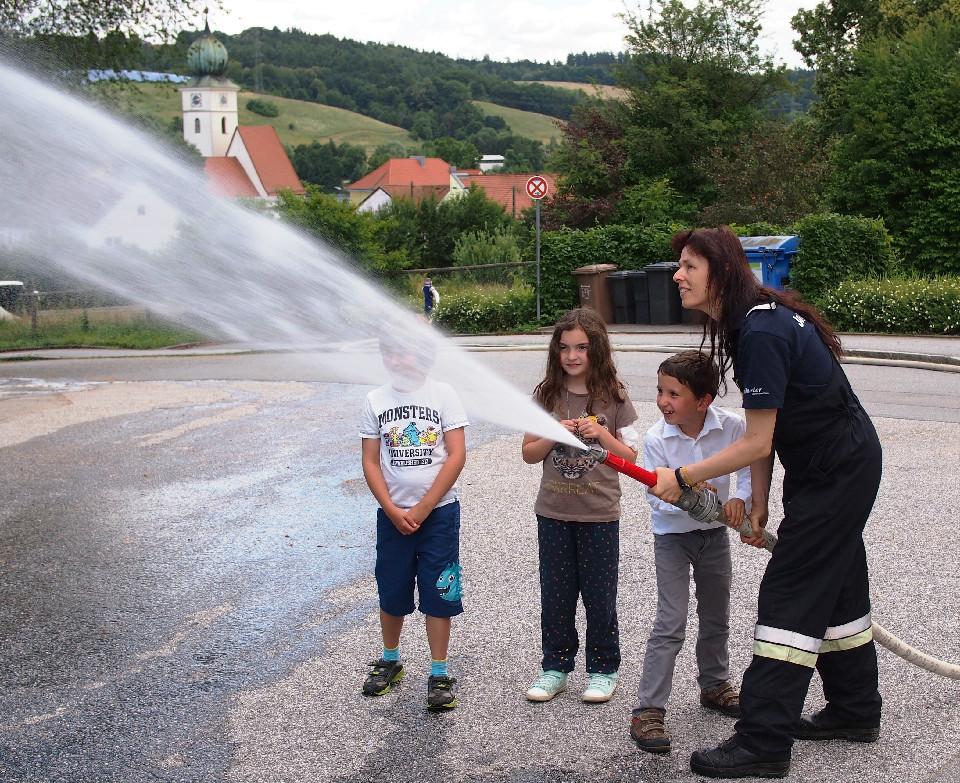 Der Feuerwehrnachwuchs übt schon
