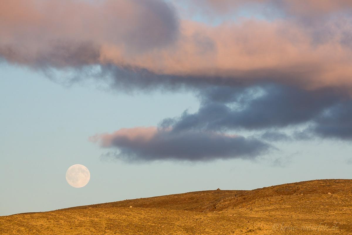 """""""Mondlandschaft"""", Vollmond zu Sonnenuntergang am Dovrefjell"""
